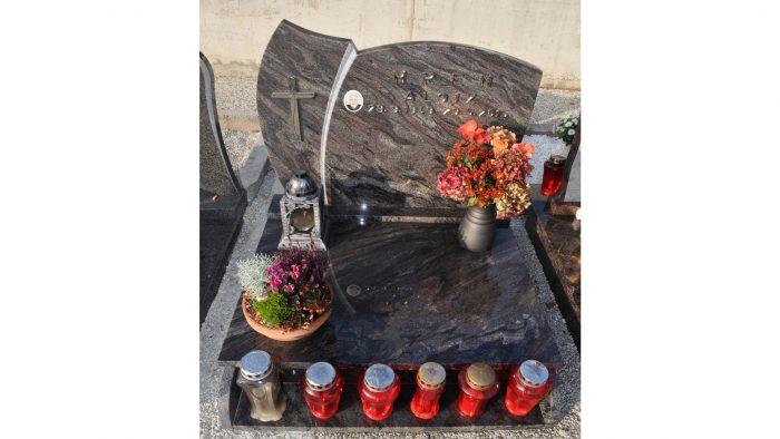 Žarni nagrobni spomenik 12