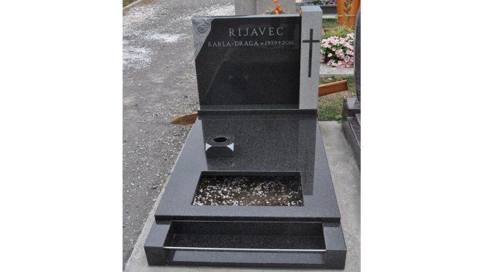 Žarni nagrobni spomenik 15