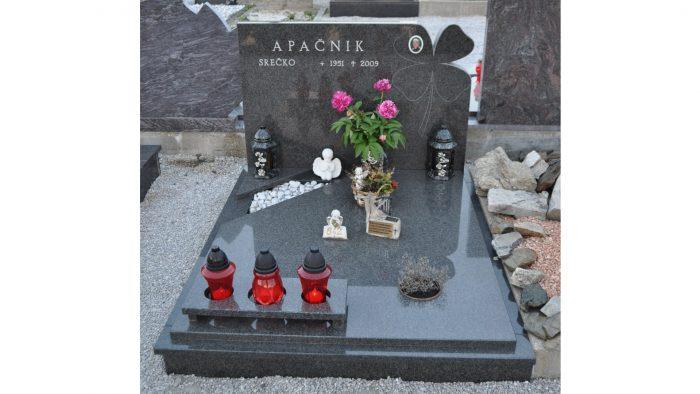 Žarni nagrobni spomenik 18
