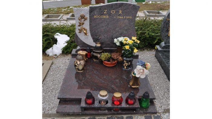 Žarni nagrobni spomenik 21