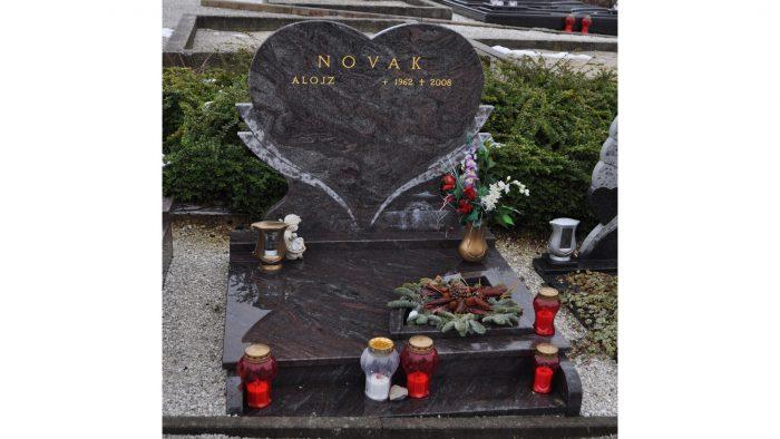 Žarni nagrobni spomenik 22