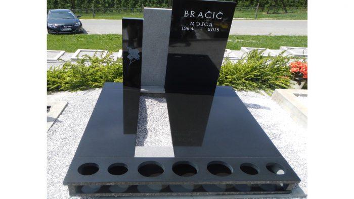 Žarni nagrobni spomenik 29