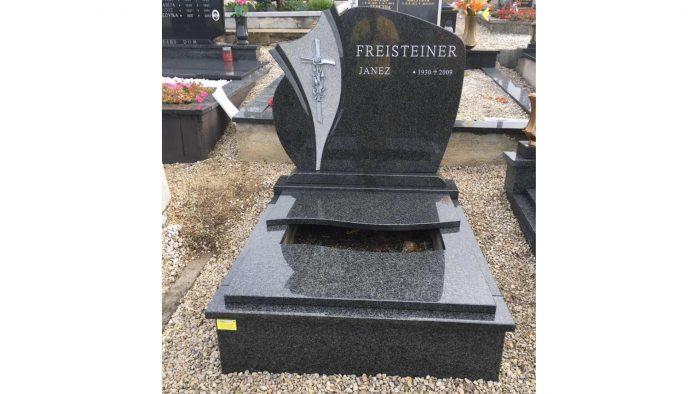 Žarni nagrobni spomenik 32