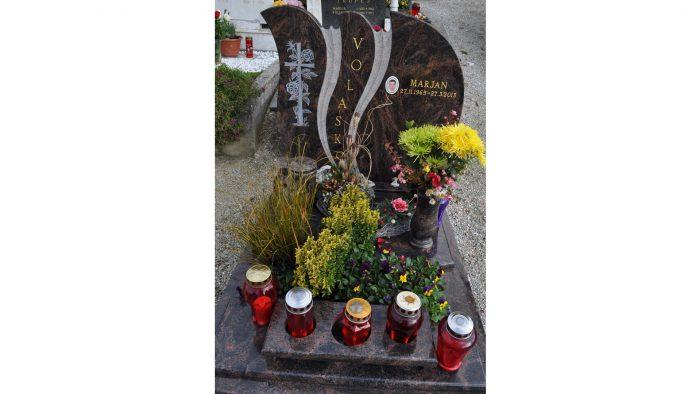 Žarni nagrobni spomenik 4